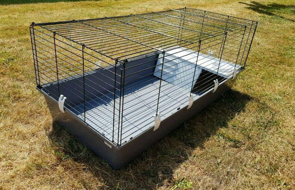 Large Ferplast 120 indoor Guinea pig/rabbit cage almost new