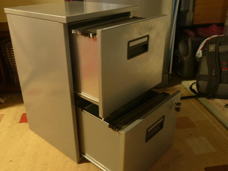 Fileing cabinet, 2 high, Lockable with 2 keys provided.