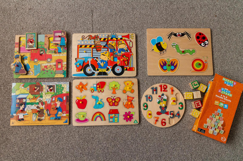 Wooden puzzles/jigsaws and toys job lot