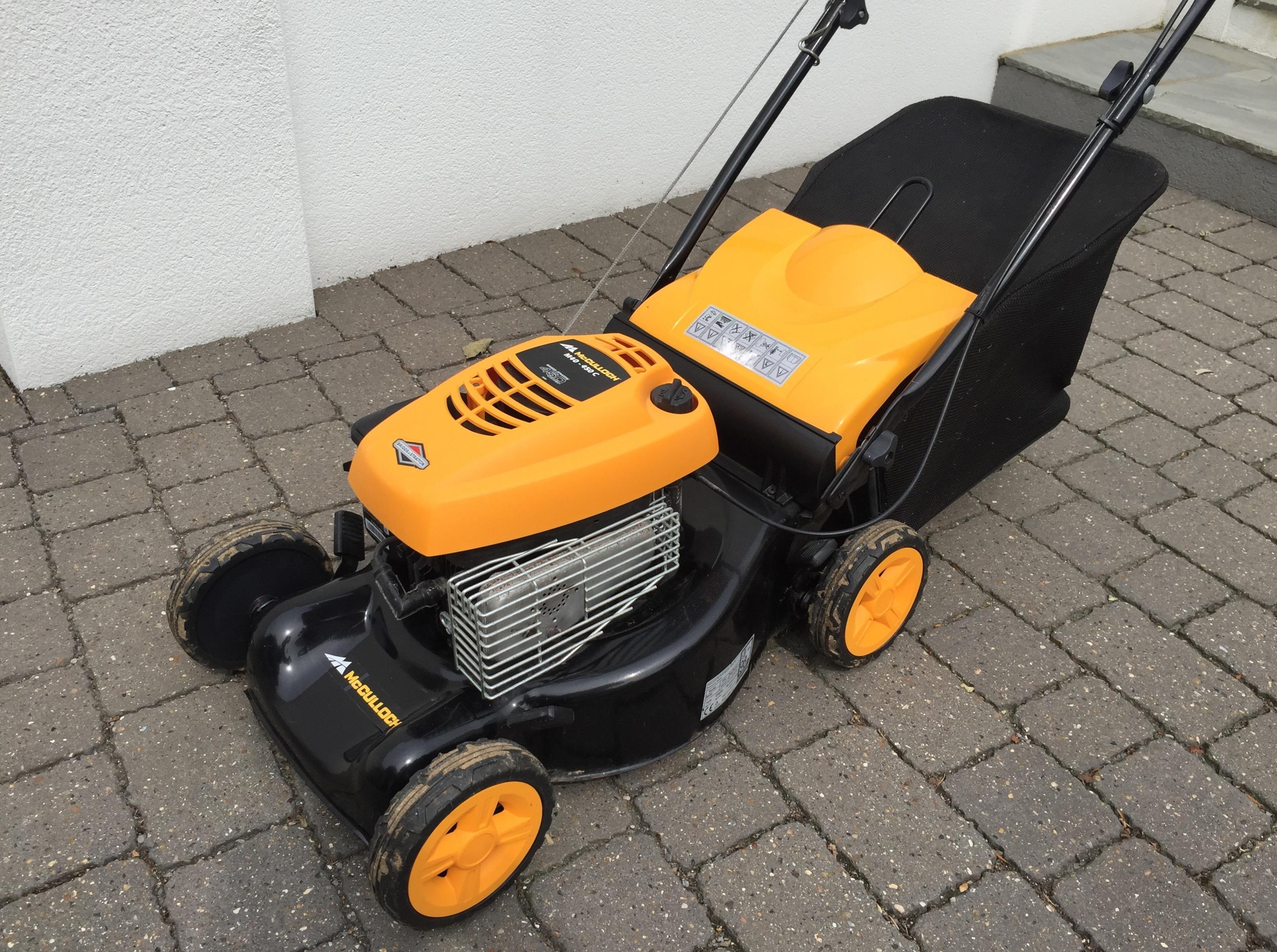 LAWN MOWER. McCULLOCH MC MOTOR MOWER BRIGGS AND