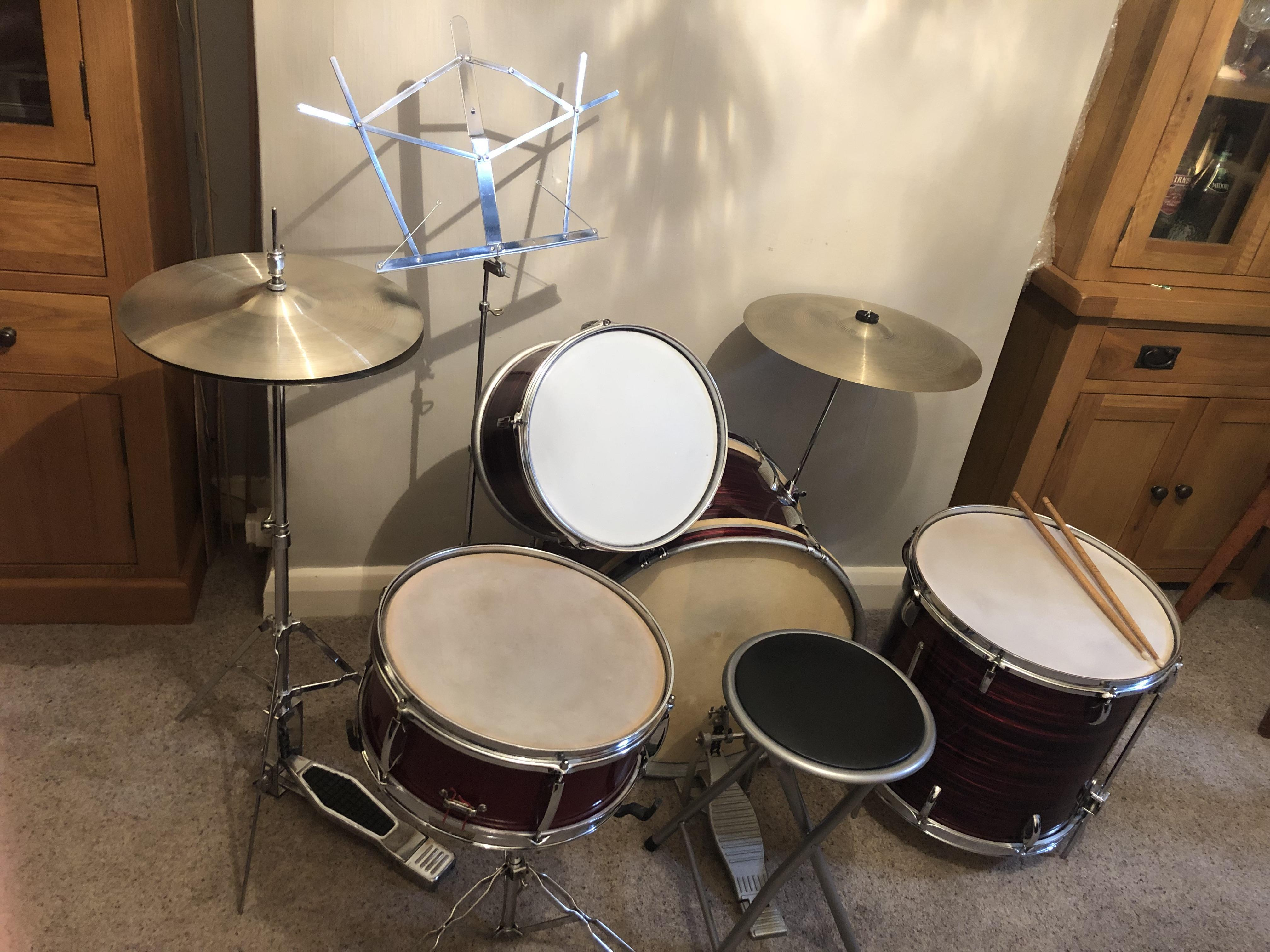 Vintage ('s/70's) six piece Beverley drum kit in good