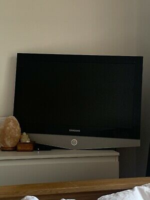 Samsung Series 40 Inch Tv With Wall Bracket Fitted
