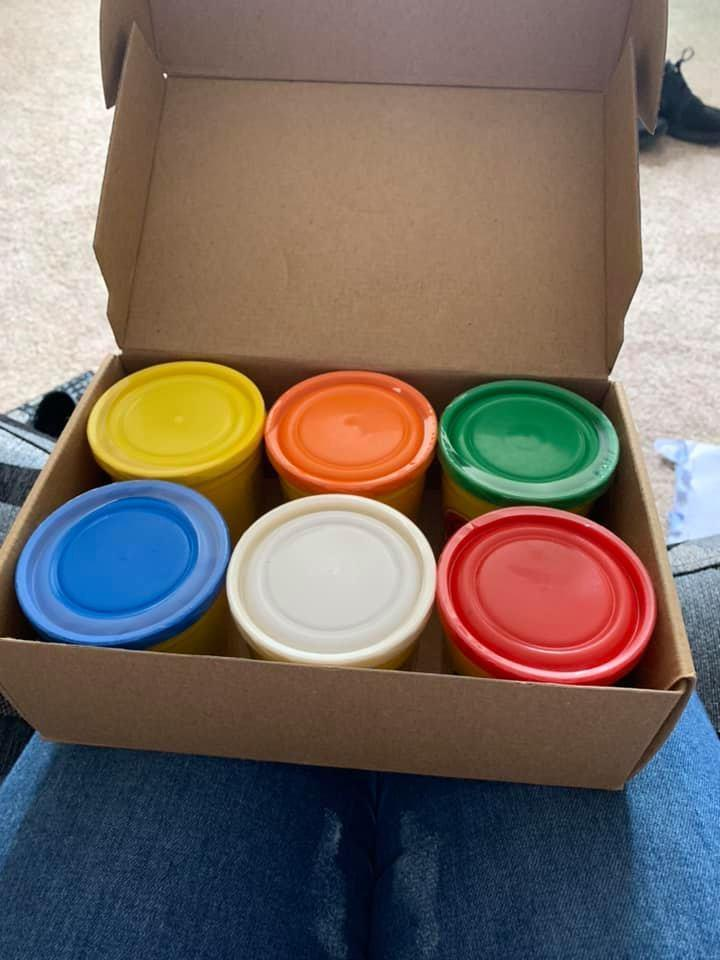 Box of 6 tubs of Play Doh