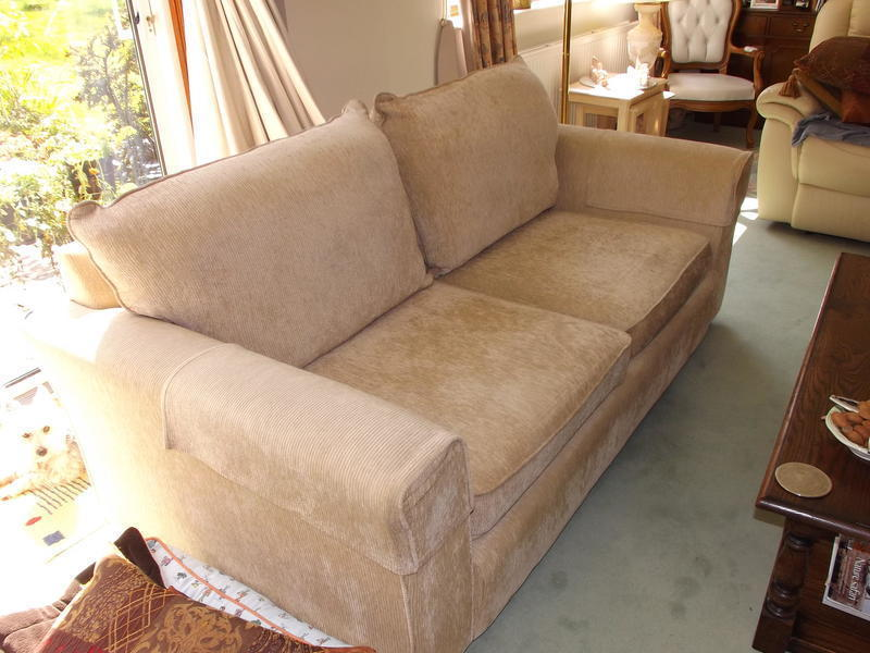 2 x 3 SEATER SOFAS FOR SALE £150 THE PAIR ONO
