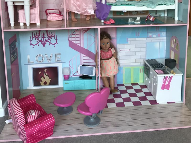 Sindy toddler doll house, furniture and dolls