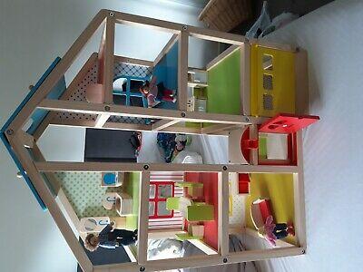 Melissa & Doug hi rise wooden dolls house