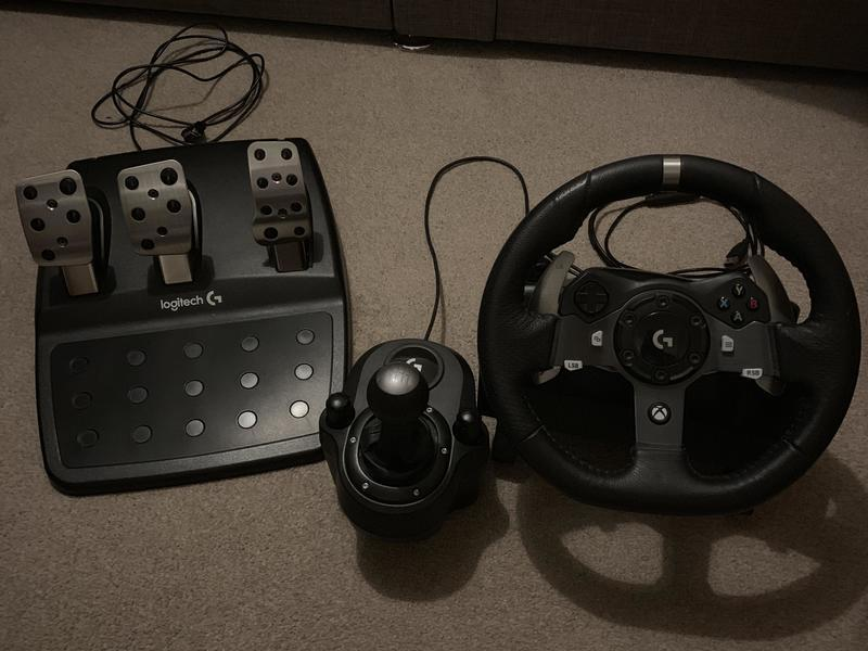 Logitech G920 Steering wheel, pedals and gear shifter