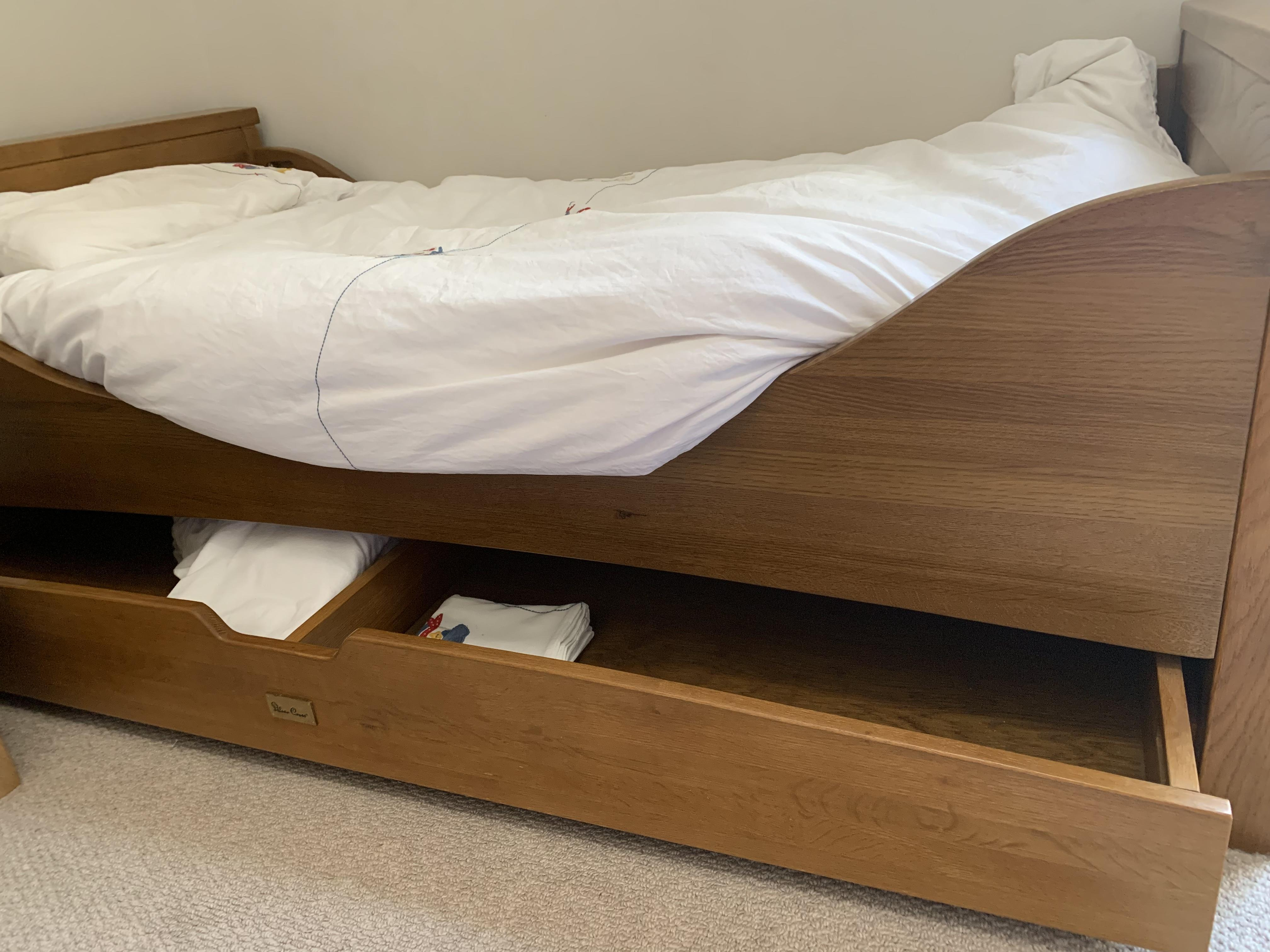 Solid oak Silvercross cot bed in great condition