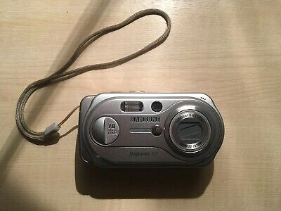 Samsung Digimax A7 7.0MP Digital Camera - Silver