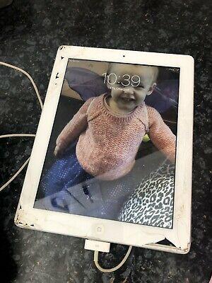 Apple iPad 2 16GB, Wi-Fi, 9.7in - White - CRACKED SCREEN