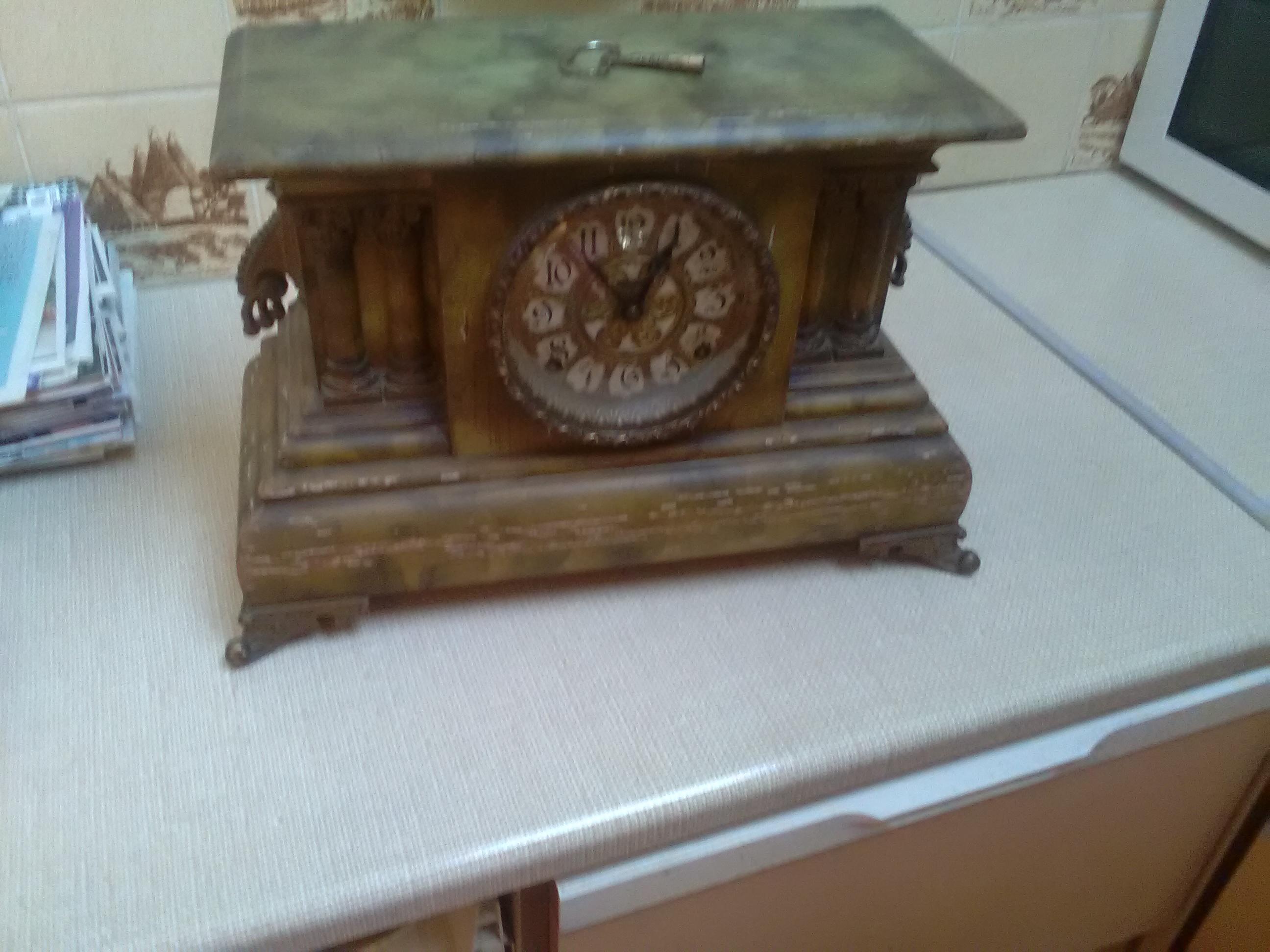 American Wood-Cased Mantle Pendulum Clock
