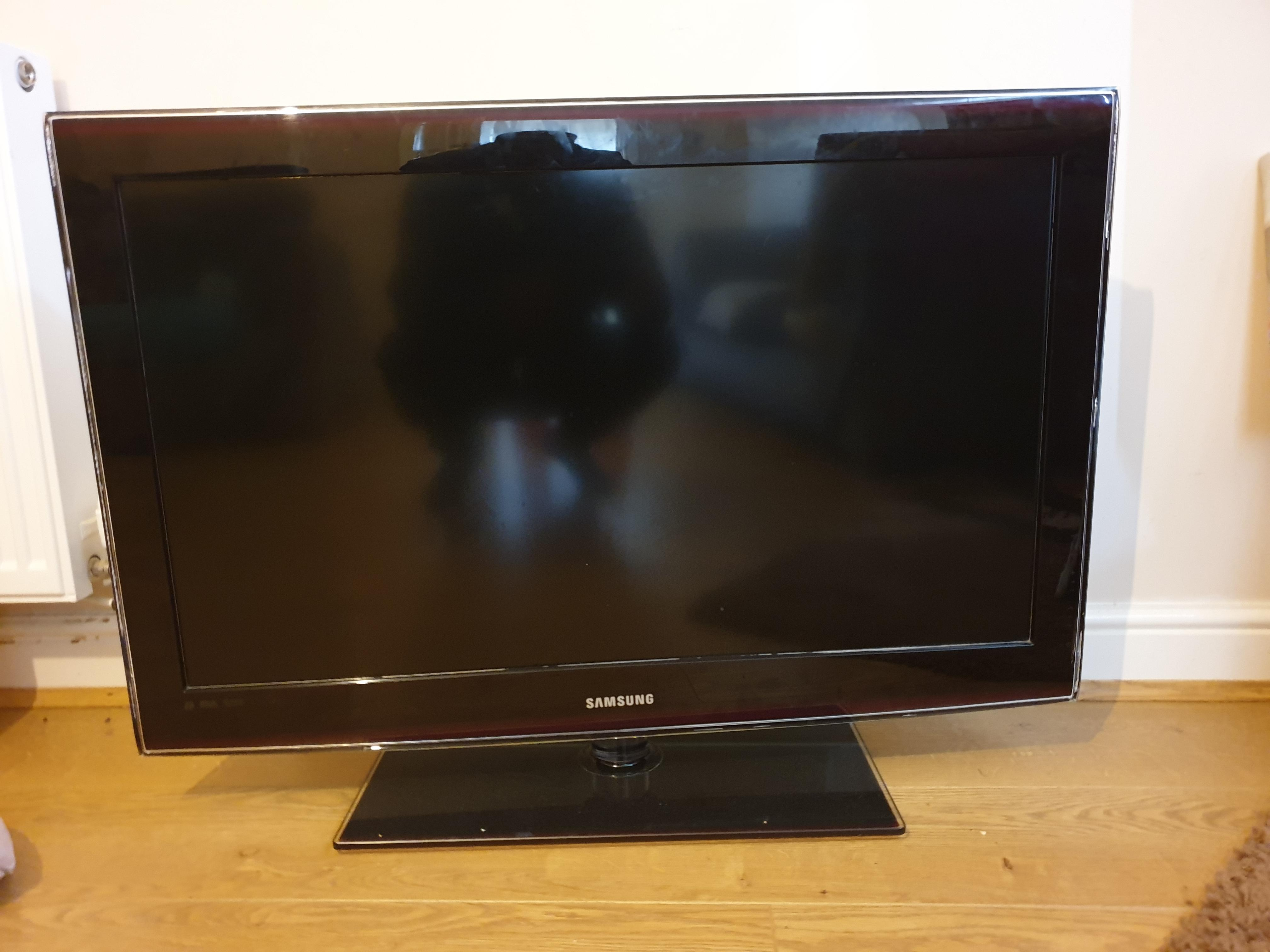 43 inches Samsung Tv