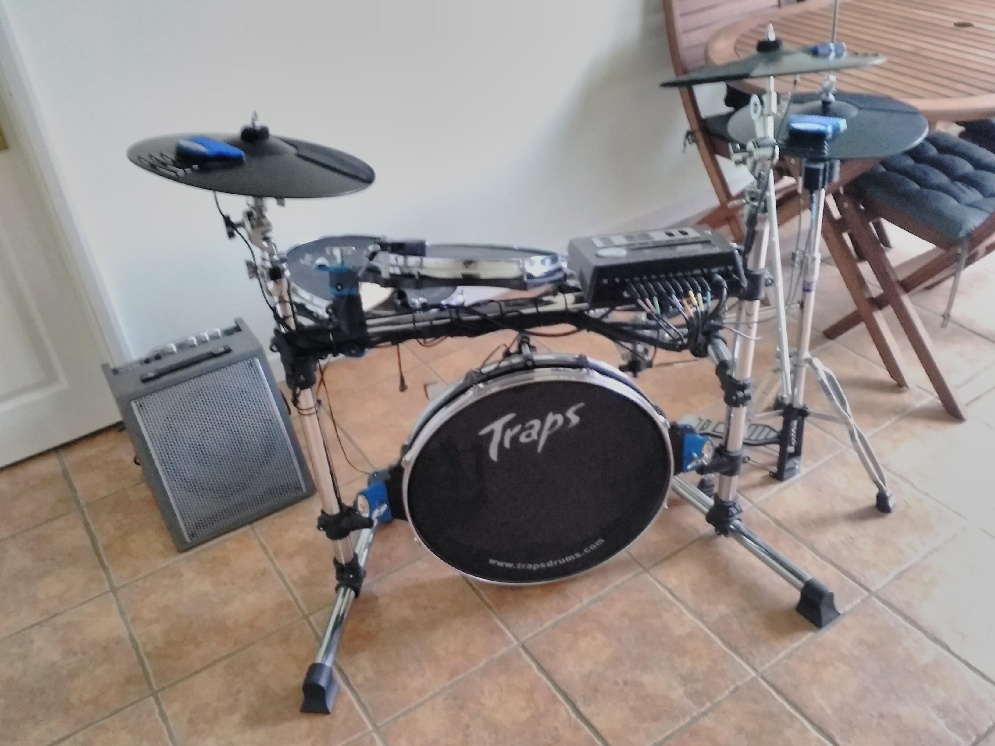 Traps electric drum set.