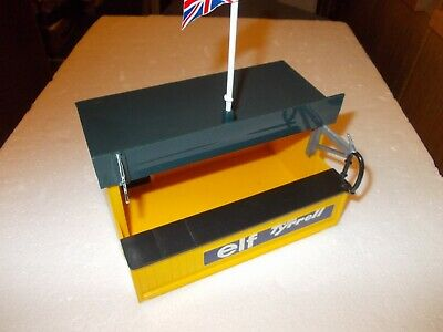 SCALEXTRIC ELF TYRELL PITSTOP BUILDING C701 BOXED USED