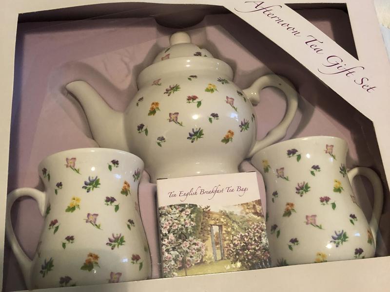 Tea pot and cups boxed set