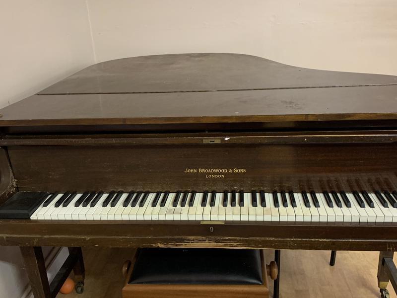 FREE - SMALL GRAND PIANO