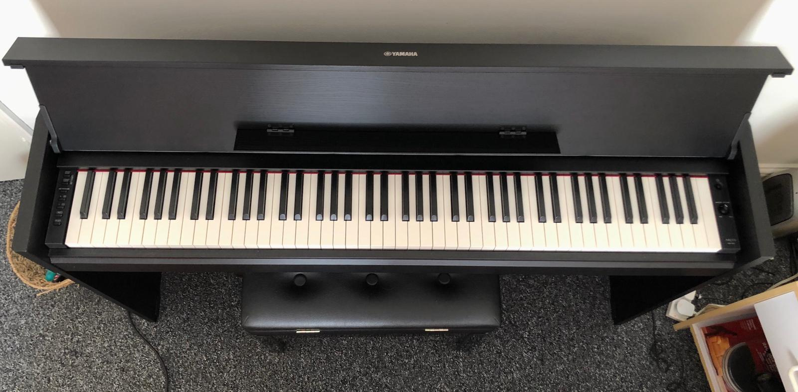 Yamaha YDP 650 BLACK, Digital Piano + Stool