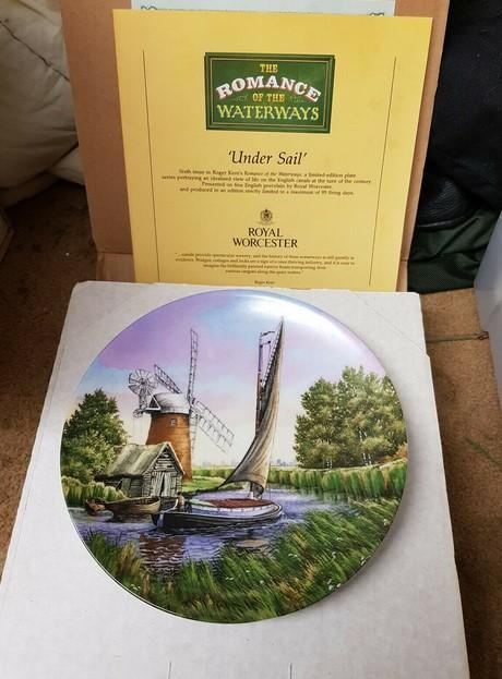 28 Collectable Royal Doulton and Worcester Picture Plates