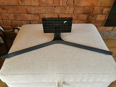 BRAND NEW SAMSUNG UE43RU COMPLETE TV STAND WITH SCREWS