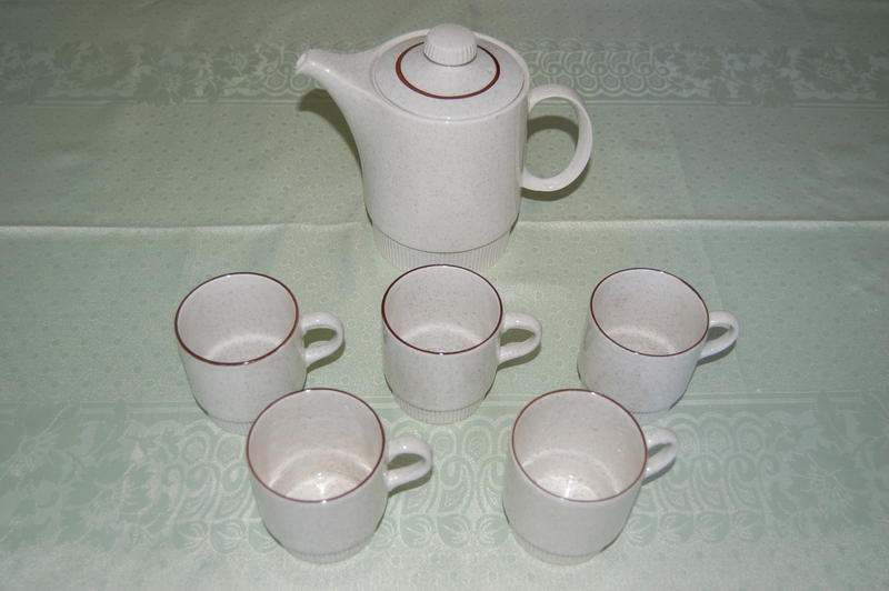 Poole 'Parkstone' Oven to Tableware, 5 Cups & Bowls, &