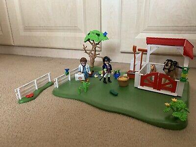 PLAYMOBIL HORSE PADDOCK  (Country Farm,vet,Stabl e)
