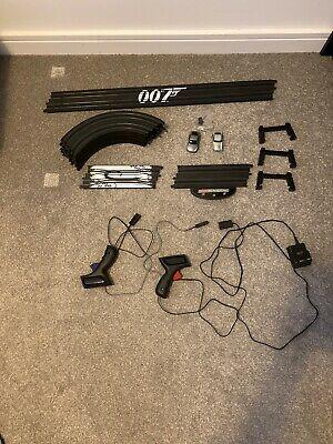 MICRO SCALEXTRIC G James Bond 007 Aston Martin DB5 V DBS