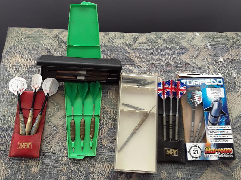 SEVERAL SETS OF DARTS INCLUDING TWO TUNGSTEN SETS