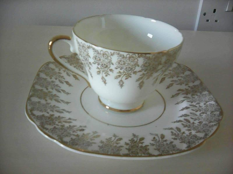 5 x 22ct Gold Fine English China Pattern Cups, Sources and