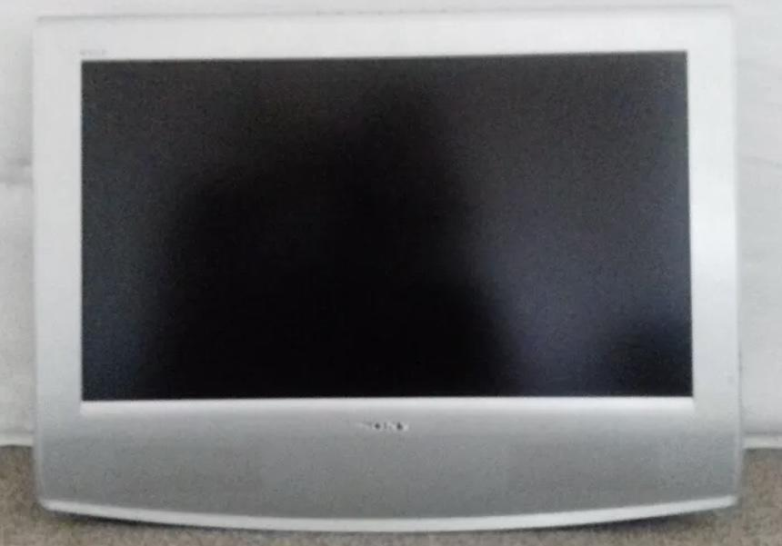 "Sony Wega 27"" tv with remote and wall bracket no stand"