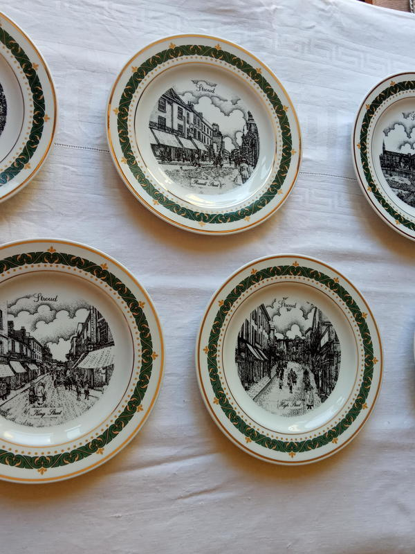 Set of 6 collectable plates Stroud. .