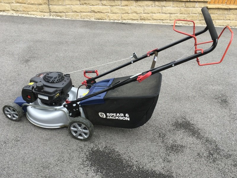 Spear and Jackson Briggs and Stratton Self propelled petrol