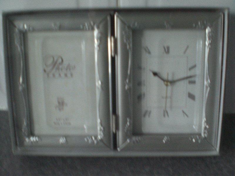 Folding Quartz Clock/Photo frame 9cm x13cm (New & gift