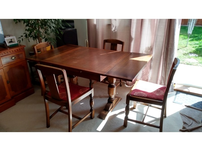 s oak dining table and 4 chairs