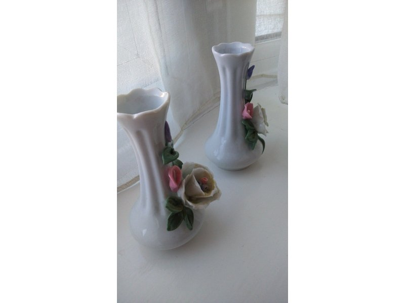 A PAIR OF SMALL CERAMIC FLOWER VASES