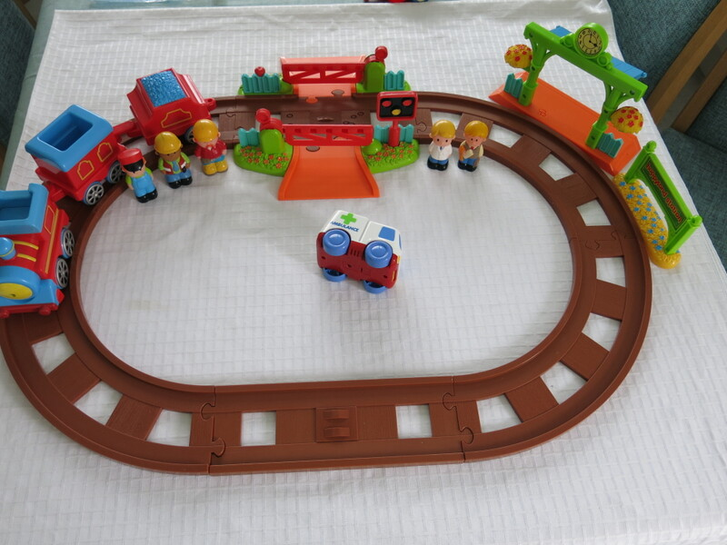 ELC Happyland track, train, station & ambulance.. 5 figures