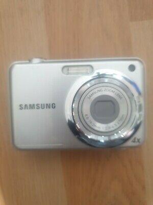 Samsung ES Series ESMP Digital Camera - Silver