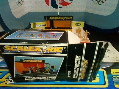 Vintage Scalextric C703 Pit Stop and Crew, Toolkit. Boxed