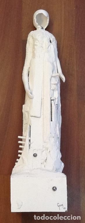 Escultura en madera lacada en blanco / Gasé /