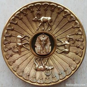 Impresionante plato antiguo de bronce macizo con motivos de