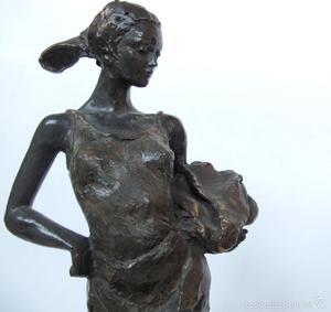 L. M. Lafuente - Escultura en bronce de mujer - Edición