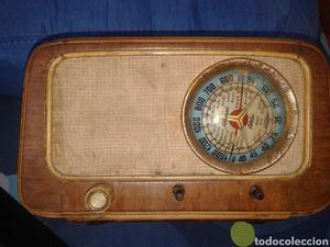 Radio antigua a restaurar.
