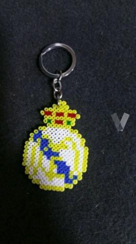 llaveros escudos hama beads