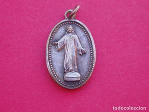 Medalla Relicario Antiguo Carlista Cerro de los Angeles.