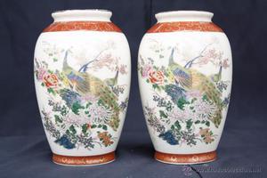 Bonita pareja de Jarrones o Floreros con esmalte pintado de