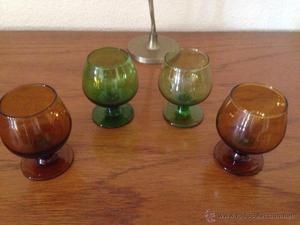 Cuatro copitas de licor. de cristal de colores