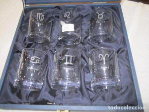 Estuche con 6 vasos de cristal de Bohemia, con horóscopos.