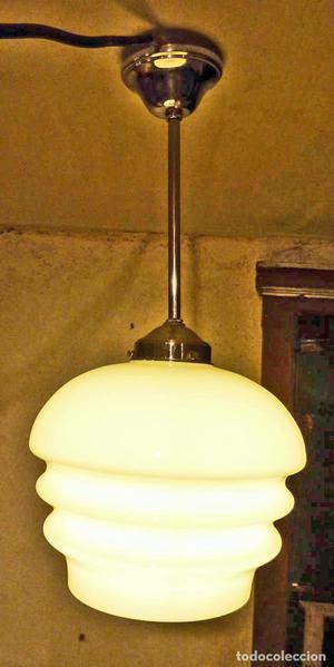 Lámpara Art Déco con tulipa de cristal de opalina blanca