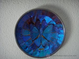 Plato decoración de aluminio con alas de mariposa azul de