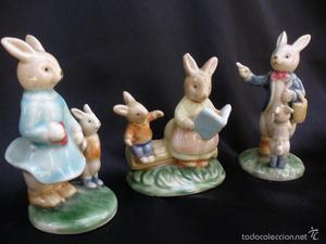 RABBIT PORCELAIN SITTING IN ARMCHAIRS FIGURA PORCELANA