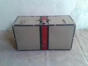 maleta baul antigua, maleta antigua de chapa, de artista.
